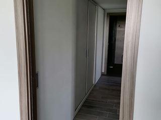 CORDEL s.r.l. 玄關、走廊與階梯儲藏櫃 複合木地板 White