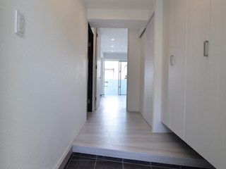 Style Create Scandinavian style corridor, hallway& stairs White