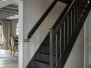 Pure & Original 玄關、走廊與階梯階梯 Black