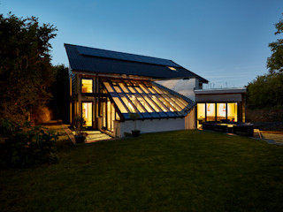 Low energy passive house inspired family home is a true self build for Directing Architect Ian, located in Cornwall Arco2 Architecture Ltd Modern houses