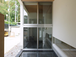 空間建築-傳 Piscine a laghetto Piastrelle Nero