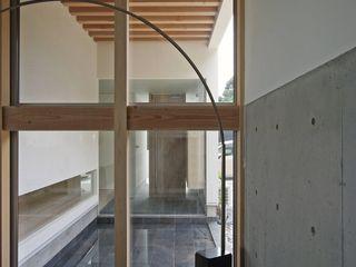 空間建築-傳 Soggiorno moderno Piastrelle Nero
