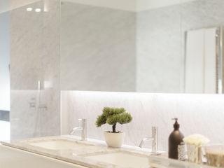 Atelier Susana Camelo Minimalist style bathroom Marble