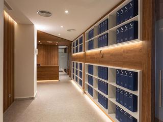 Interiorismo Conceptual estudio Modern offices & stores Engineered Wood Wood effect