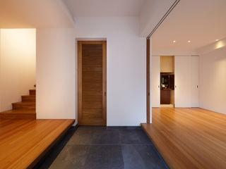 Peter Ruge Architekten GmbH Modern corridor, hallway & stairs