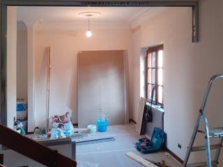 Parete in Cartongesso per aggiungere una stanza presso un appartamento in Roma, zona Axa Ma.Ni. Ristrutturazioni Studio moderno