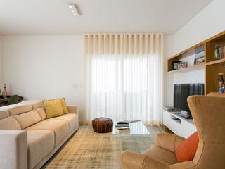Traço Magenta - Design de Interiores リビングルームアクセサリー&デコレーション