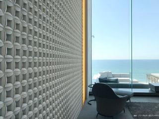株式会社 虔山 Modern Living Room Ceramic White
