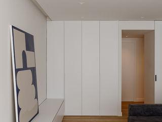 Studioapart Interior & Product design Barcelona Soggiorno minimalista Bianco