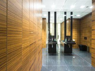 Teak wood wall coverings homify Paredes y pisosRevestimiento de paredes y pisos Madera Marrón