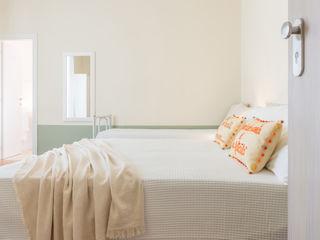 ALLESTIMENTO E SERVIZIO FOTOGRAFICO per il golosissimo PAN DI ZENZERO Mirna Casadei Home Staging Camera da letto moderna