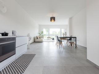 HOME STAGING di un appartamento RICCO DI LUCE a Forlimpopoli Mirna Casadei Home Staging Soggiorno moderno