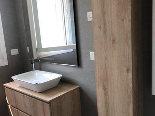 IL BAGNO. L&M design di Marelli Cinzia Bagno moderno Effetto legno