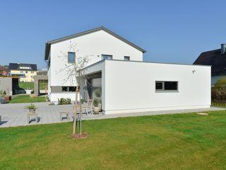 Massivholzhaus im Lüdertal Herrmann Massivholzhaus GmbH Moderne Häuser