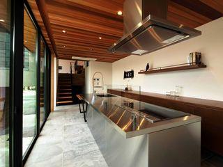 甲板の家 STaD(株式会社鈴木貴博建築設計事務所) モダンな キッチン