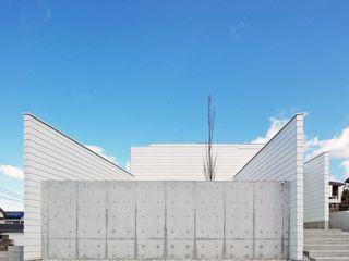 空間建築-傳 Case moderne Ferro / Acciaio Bianco