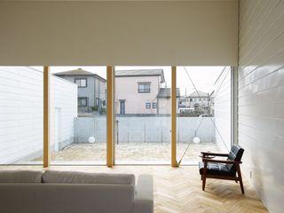 空間建築-傳 Soggiorno in stile asiatico Legno Effetto legno