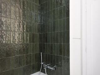 Studio GAMP! Phòng tắm phong cách tối giản Green
