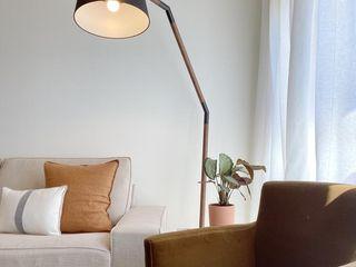 Rafaela Fraga Brás Design de Interiores & Homestyling Phòng khách phong cách tối giản Amber/Gold
