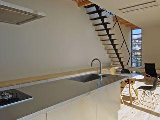 空間建築-傳 Cucina attrezzata Metallo Metallizzato/Argento