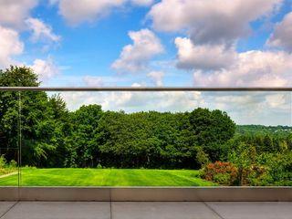 Frameless Glass Balustrade in Southall Origin Architectural Podwórko Szkło Przeźroczysty