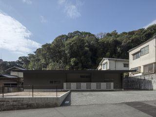 有限会社アルキプラス建築事務所 Asian style houses Black