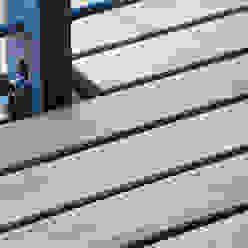 BioMaderas GmbH Balcones y terrazas de estilo moderno