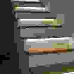 Lignum Möbelmanufaktur GmbH Corridor, hallway & stairsStairs