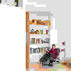 Casa di Juhana Maurizio Giovannoni Studio Soggiorno in stile scandinavo