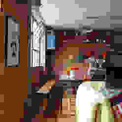Dining Industrialna jadalnia od Cassidy Hughes Interior Design Industrialny