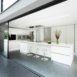 Synergy of Light and Space The Myers Touch Cocinas de estilo moderno