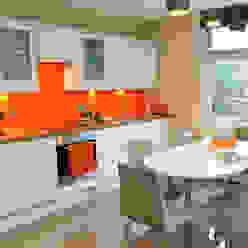 A Bright and Breezy Kitchen Cathy Phillips & Co Cocinas de estilo moderno