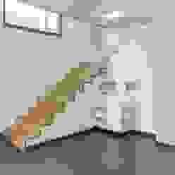 LUXHAUS │ fine. Moderner Flur, Diele & Treppenhaus von homify Modern
