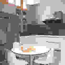 VIVIENDA TIBIDABO The Room Studio Cocinas de estilo minimalista