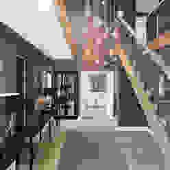 Entrance Hall Studio Hooton Pasillos, vestíbulos y escaleras de estilo moderno