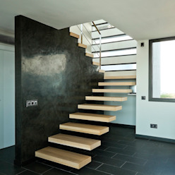 House at Pineda de Mar Ingresso, Corridoio & Scale di Octavio Mestre Arquitectos