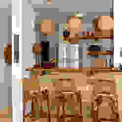 Isnara Gurgel - Arquitetura + Interiores Country style wine cellar