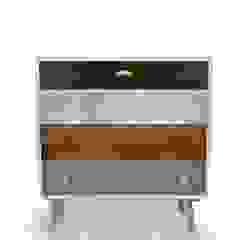 Vintage Kommode mit verschiedenen Schubladen: modern  von neuformat möbeldesign,Modern