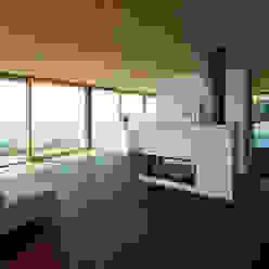 Haus SF Dietrich   Untertrifaller Architekten ZT GmbH Moderne Wohnzimmer
