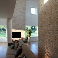 doppie altezze e soppalchi Soggiorno in stile mediterraneo di m12 architettura design Mediterraneo
