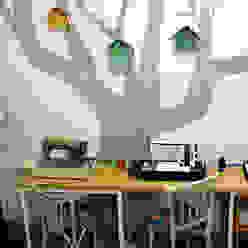 Eklektyczne domowe biuro i gabinet od La Manual Eklektyczny