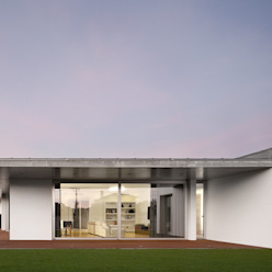 XIEIRA HOUSE II von A2+ ARQUITECTOS Modern Beton