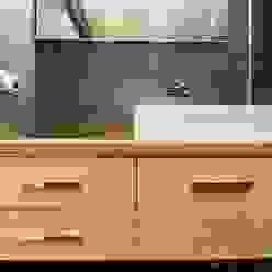 Vivienda en blanco i negro lauraStrada Interiors Casas de estilo minimalista