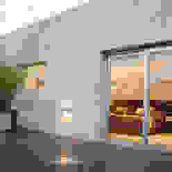 ESTUDIO GEYA Varandas, alpendres e terraços modernos