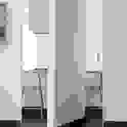 Cocinas de estilo moderno de na3 - studio di architettura Moderno Tablero DM