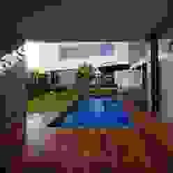 Casa EV Albercas modernas de ze|arquitectura Moderno