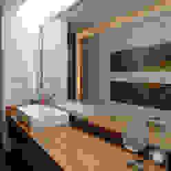 Casa EV Baños modernos de ze|arquitectura Moderno