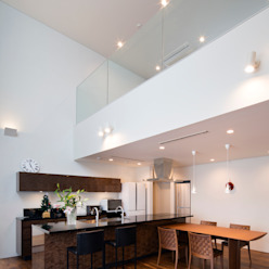 Modern living room by 株式会社 U建築研究所 Modern