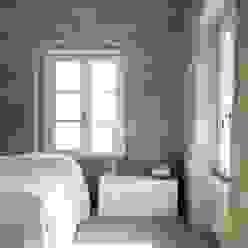 Rustico di Seravezza (Forte dei Marmi) Architetto Silvia Giacobazzi Camera da letto in stile rustico