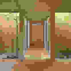 西三国の家 House in Nishimikuni arbol モダンスタイルの 玄関&廊下&階段